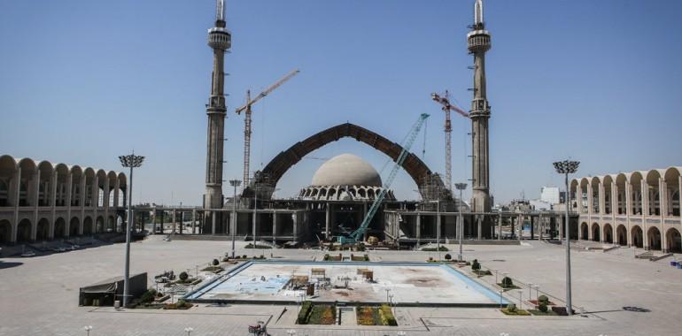 فخر معماری جهان بر بلندای آسمان/نماز فطر ۹۷ در فضاهای داخلی مصلی