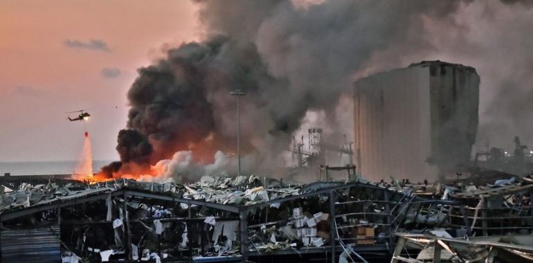 سوار بر پهپادی که به خانههای ویران بیروت سرک میکشد/فیلم